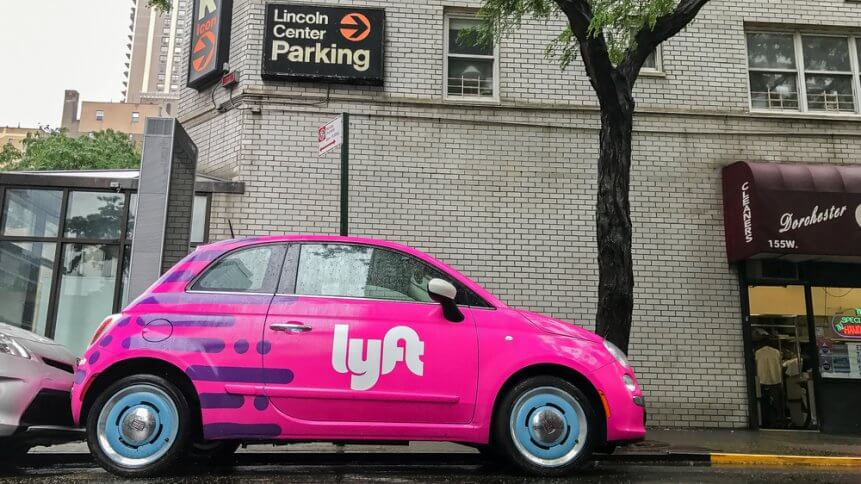 Fiat 500 painted pink and carrying a Lyft logo
